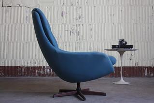 Sultry Norwegian Midcentury Modern Soda Galvano Swivel Lounge Chair (Norway, 1950s)