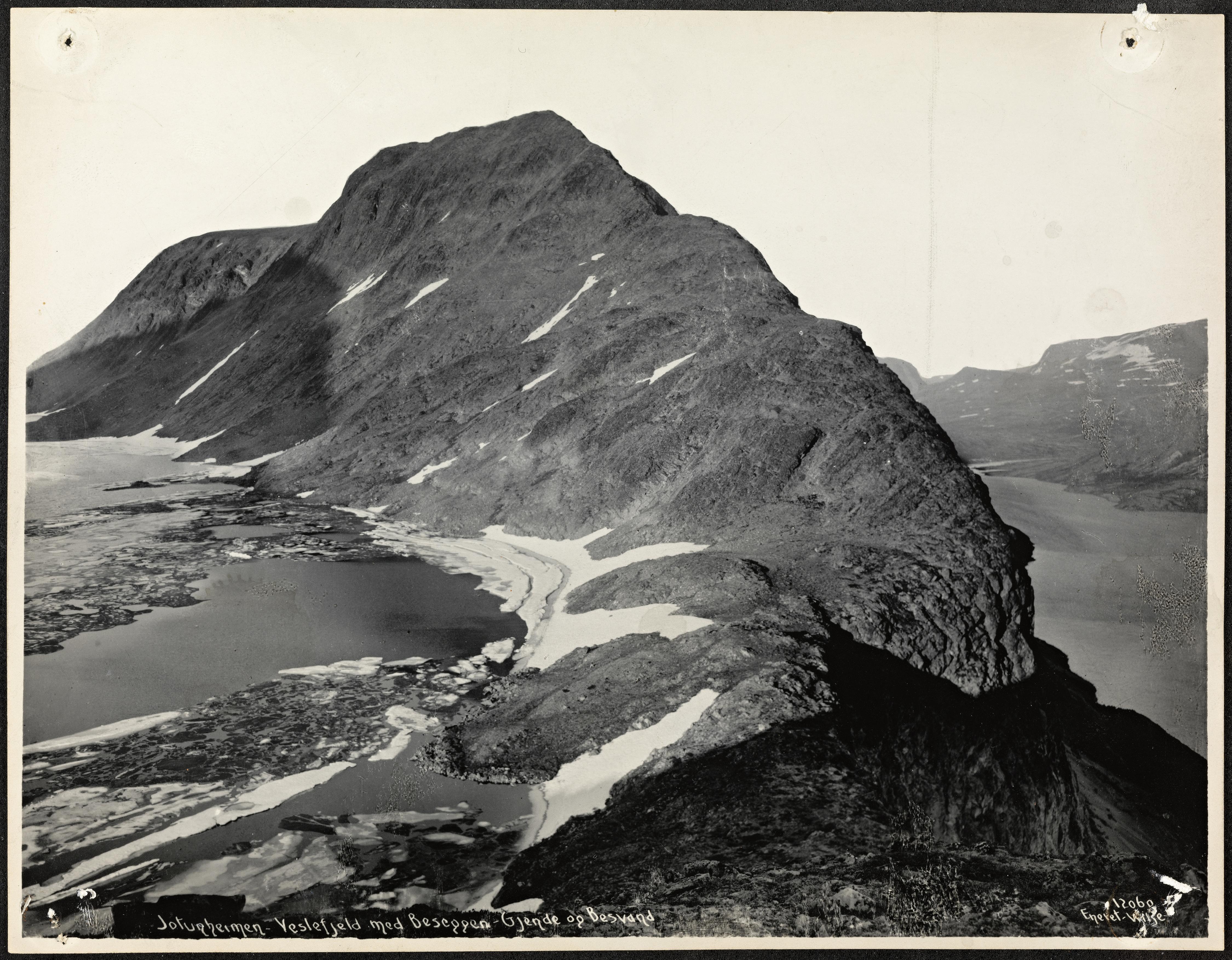 12060. Jotunheimen - Veslefjeld med Beseggen, Gjende og Besvand