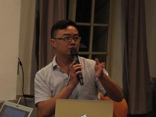 講者蔡坤霖提醒聽眾聽覺感官的特性;圖片提供;范欽慧。