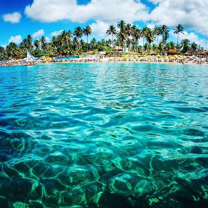 In Porto de Galinhas, one of the highlights of the region are the natural pools of crystalline water. In addition to an unforgettable diving you can also have lots of fun in boating. Photo: @omarfreitasjunior #Pernambuco #VisitBrasil #LoveBrazil Capturado