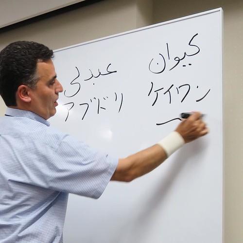 そして、後半はアブドリ・ケイワンさんによる、miniイラン語講座も。 #りんごをかじろう