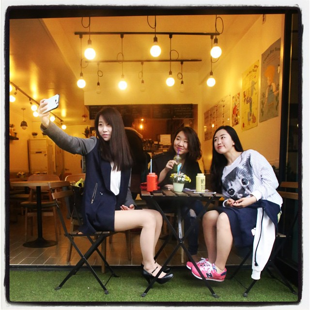 Highly gendered consumption has created market forces that turnedg  my beloved Hungry Dog diner man cave into a juice bar filled exclusively with girly girls. Because Korean girly girls are not really hungry dogs.