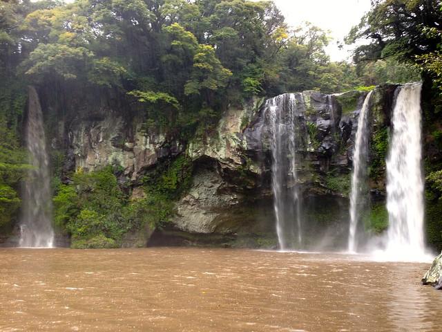 Cheonjiyeon Waterfall closer