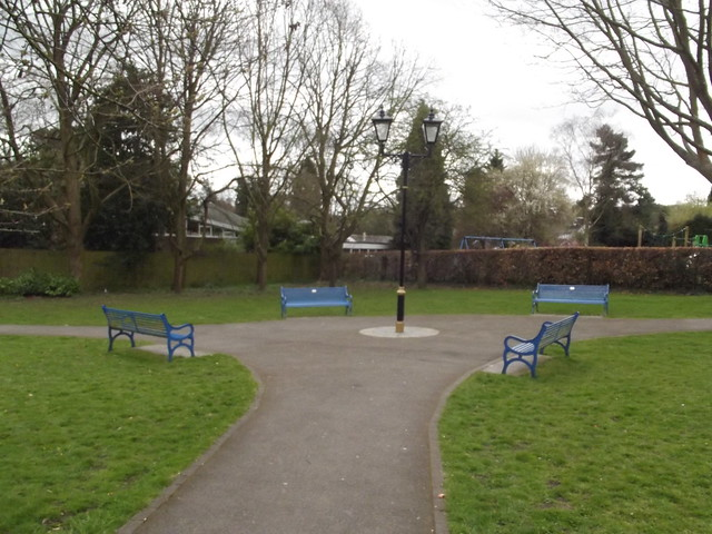 Gardens Hewell Road Barnt Green Benches And Lamppost