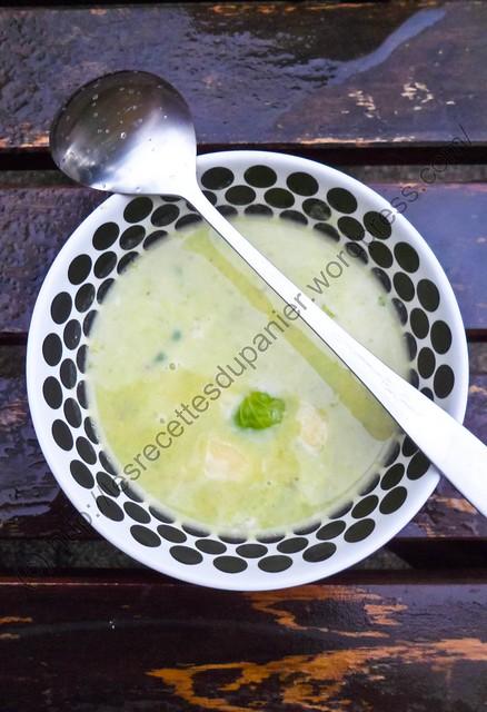 Soupe aux choux de Bruxelles et au Cheddar /  Brussel Sprouts and Cheddar Soup