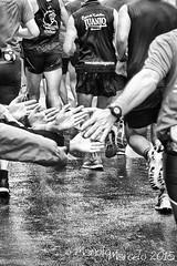 Los niños saludan a los maratonianos
