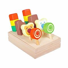 Sugen på glass? :yum::icecream::lollipop: Härlig glasslåda från Santoys med 8 gottebitar. Förvaringslåda i trä med lock. Locket fungerar även som glass-ställ i kiosken, se bild. Pris 215 kr. #glasslåda #träleksaker #santoys #leksaker #smultronbyn #glasspi