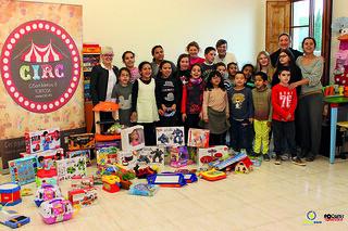 Donació Joguines de Circ al Centre Obert Roquetes_01