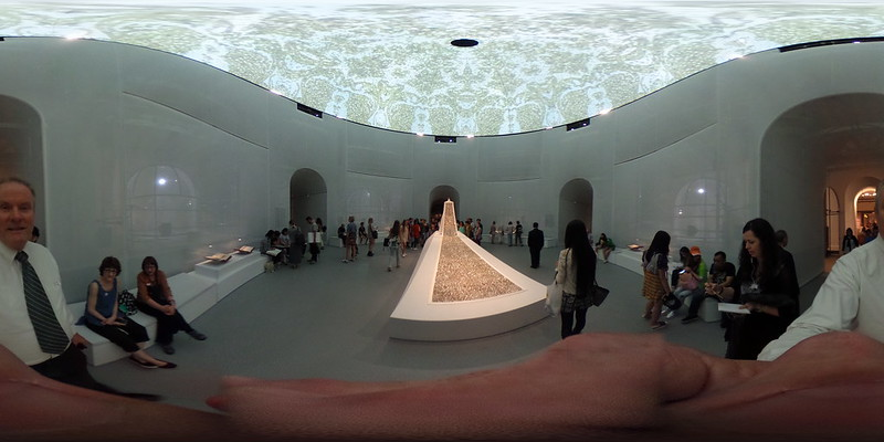 177/366/2016 Theta360 Metropolitan Museum of Art Fashion