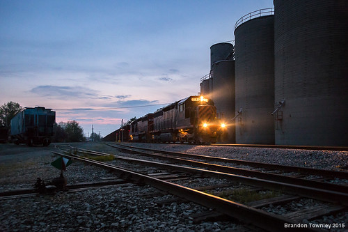 railroad light sunset twilight trains bluehour grainelevator newwashington wle wheelingandlakeerie