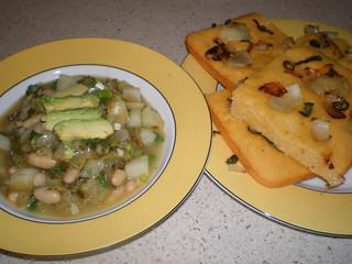 Manzana Chili Verde; Jalapeno-Onion Skillet Corn Bread