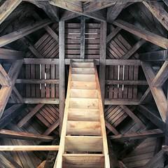 Caleidoscopio de madera en la iglesia de Rilán, Chiloé, Chile.