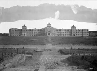 Main Building at Agricultural College, Winnipeg, Manitoba / Édifice principal du Collège agricole à Winnipeg, au Manitoba