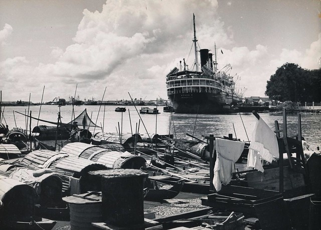 INDOCHINE, années 50 - Village flottant à proximité du port de Saigon - Xóm thuyền gần cảng Saigon