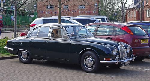D12425.  Jaguar 3.4S at Arlesford.