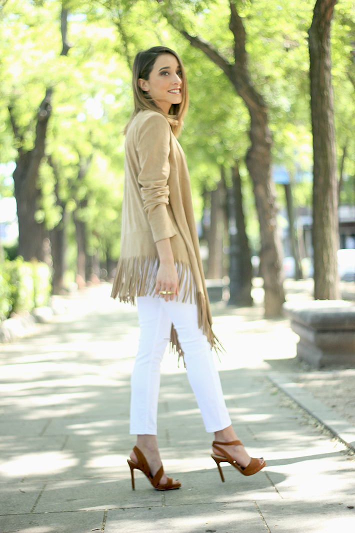 White Outfit With A fringed jacket06