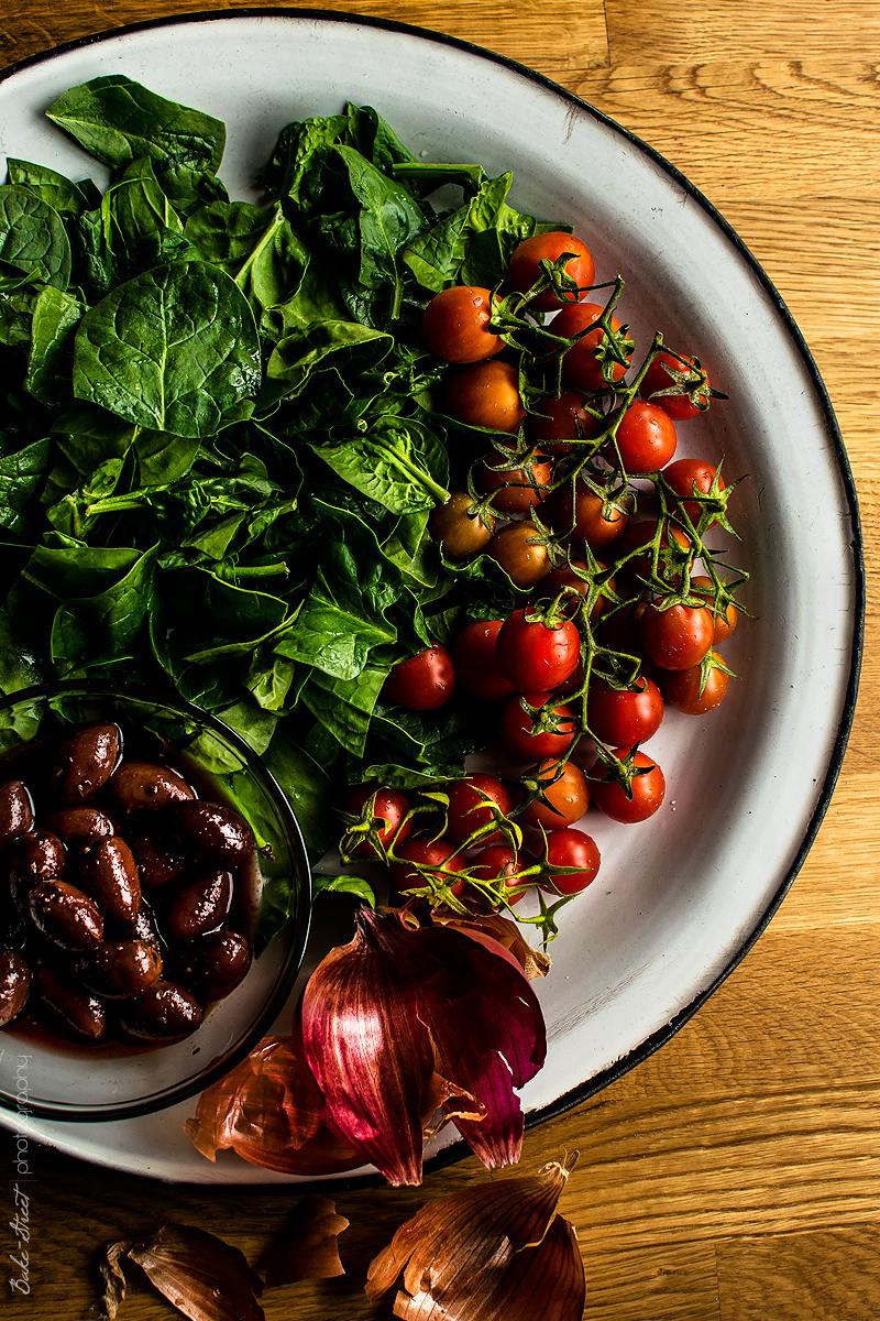 Calzone de espinacas, cherry y feta