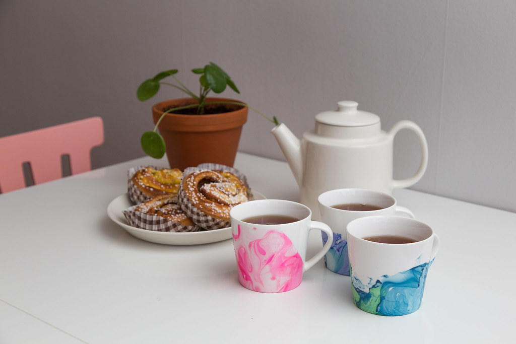 DIY - Marbled mugs