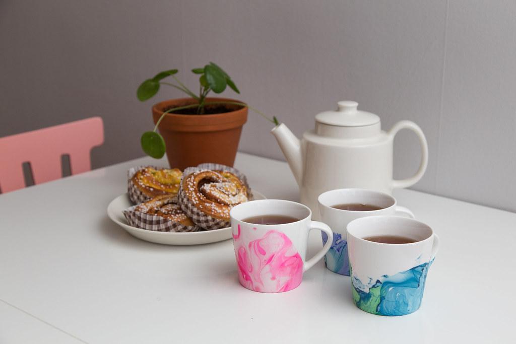 DIY - Marbled mugs