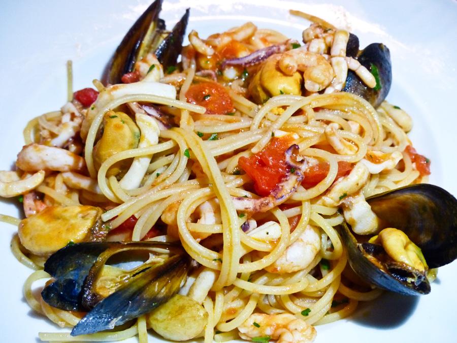 Spaghetti-alla-Scogliera-Main,-La-Famiglia,-London-