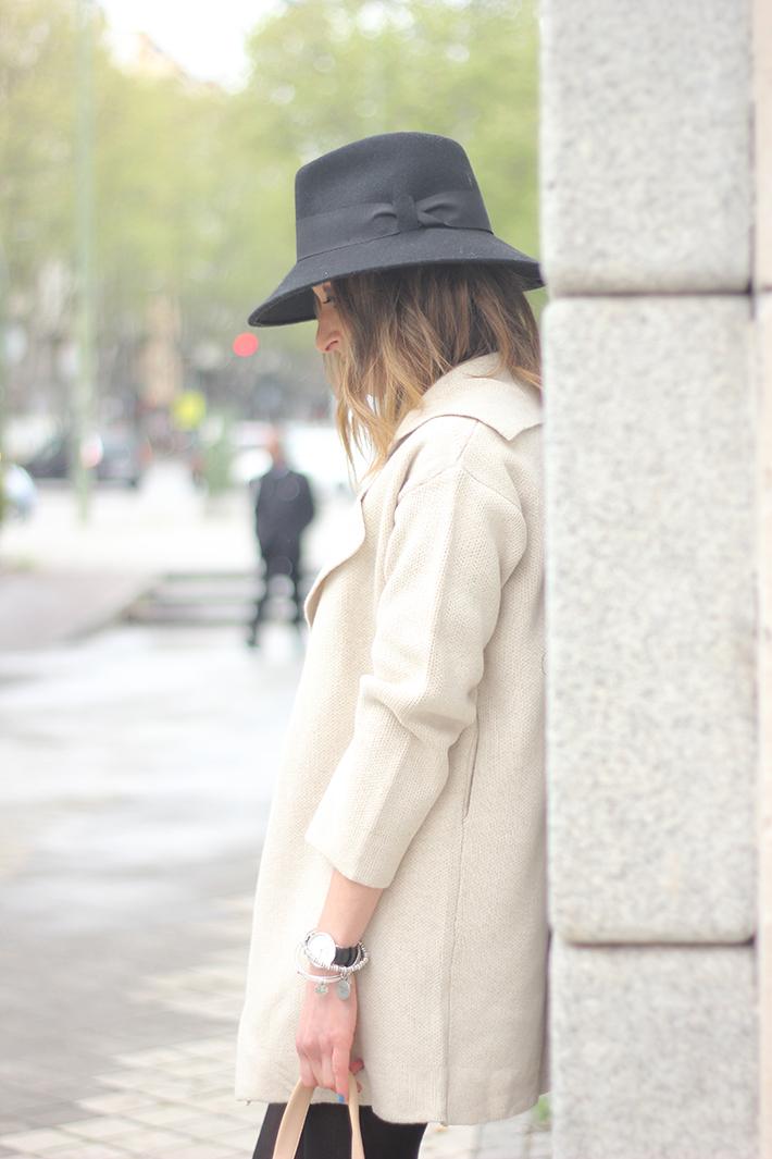Beige Jacket Choies Black Skirt Suiteblanco Black Hat Uterqüe07