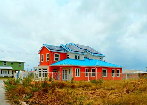 P4170012-Solar powered home