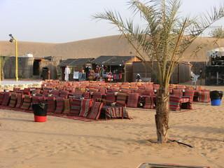Unterhandlung mit den Afrikanern in Dubai nahe am Marktplatz 6500