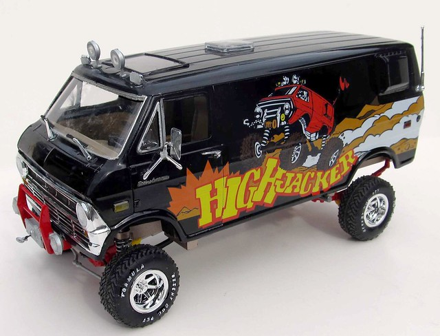 HighJacker Off Road Custom Van 120 Scale MPC Model Kit 813 Review
