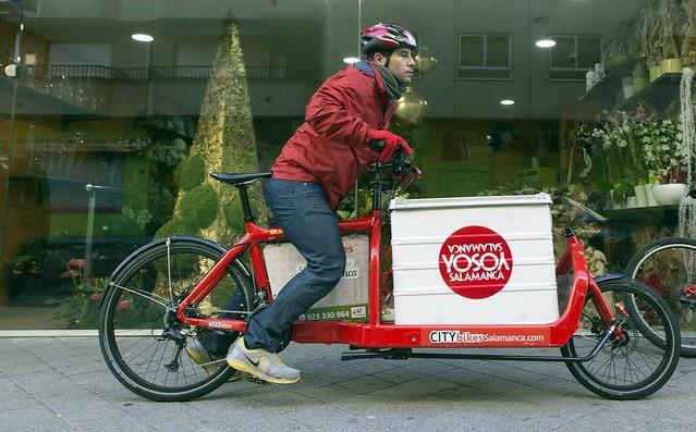 Repartidor de CITYBIKES iniciando una entrega.