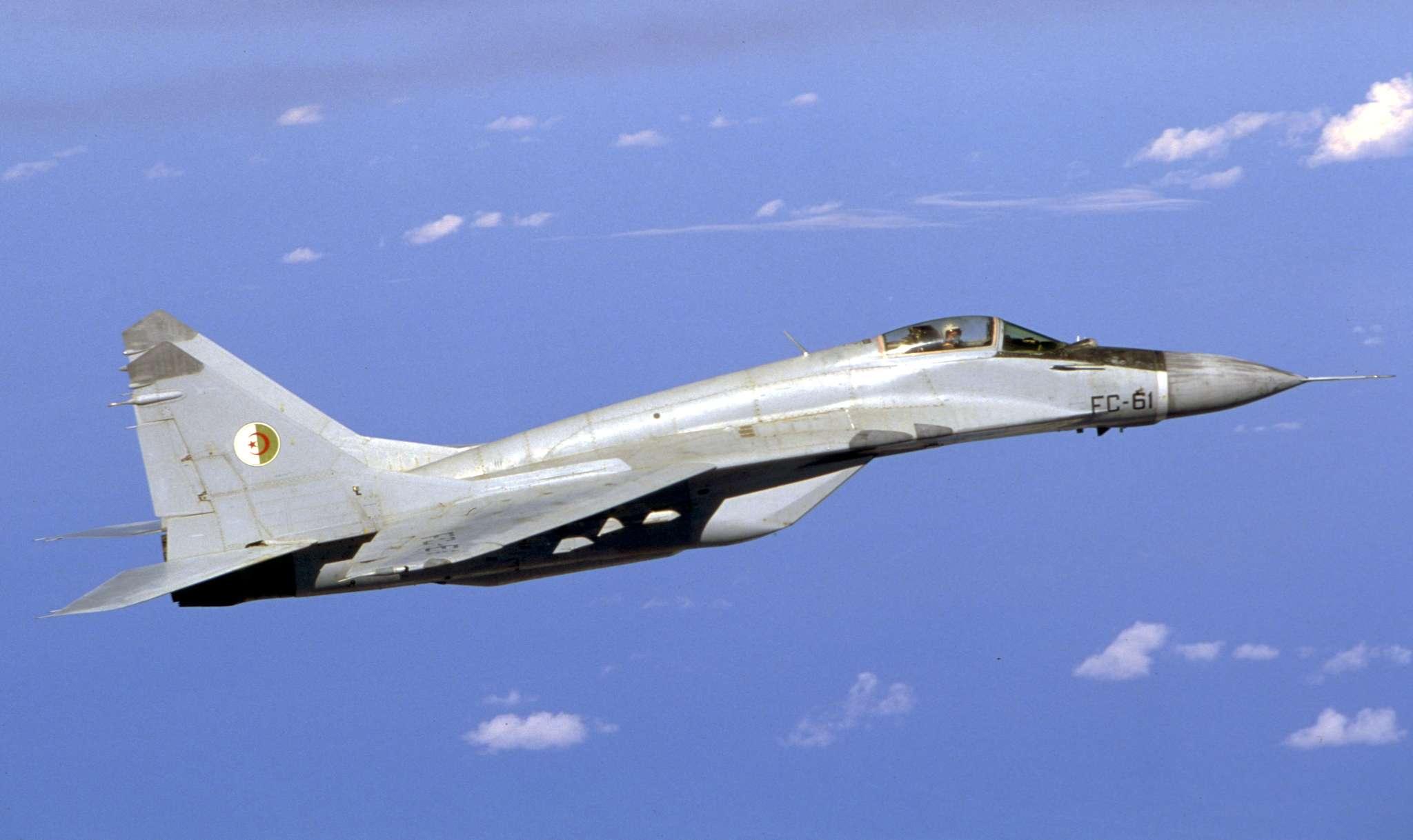 صور طائرات القوات الجوية الجزائرية  [ MIG-29S/UB / Fulcrum ] 26842592864_529794c824_o