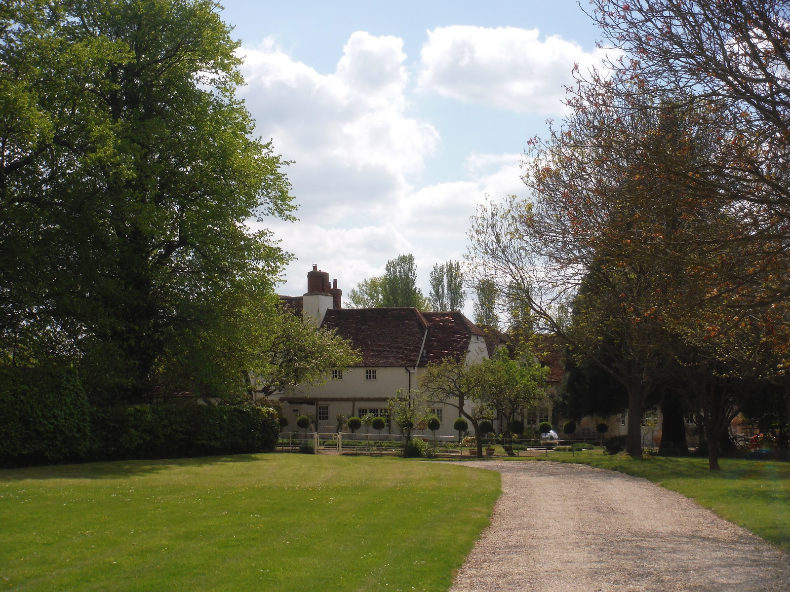 House by Church in Worminghall SWC Walk 190 - Thame Circular