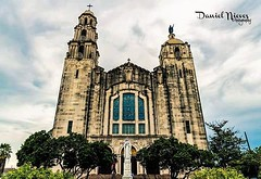Got a new camera for Father's Day and had to break it in so I met up with the @streetkeepers and walked around San Antonio and took a few shots. Thanks for letting me tag along.    #basilicaofthenationalshrineofthelittleflower #church #sanantonio #sa #sat