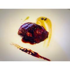 Meloso ternera con regaliz y manzana en restaurante #masiaperalada del @hotelperalada con muy buena compañía @zoriviajero @anitaideas @davidbigorra @futurobloguero #incostabrava #cbhluxe #incostabrava #peralada #perelada #pereladagolf #pereladaresort #cos