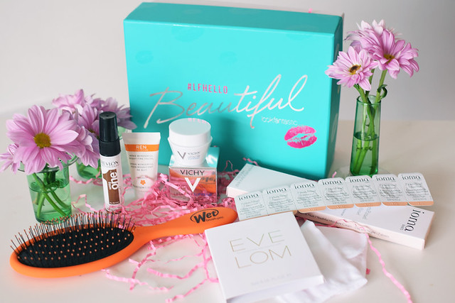 LFHelloBeautiful-Beauty-Box-Contents