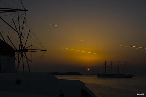 sol atardecer mar barco puestadesol mykonos molinos oceano velero molinosdeviento islasgriegas maregeo islascicladas mykonosgrecia juanjors