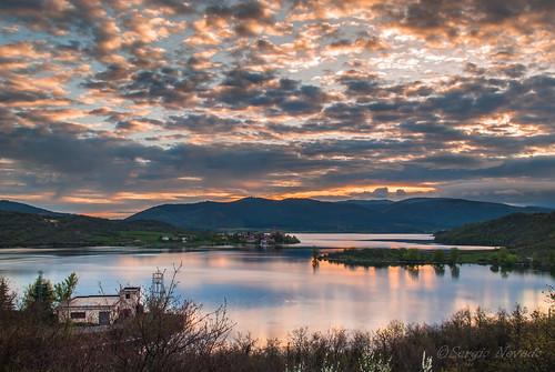 sunrise agua pantano amanecer cielo nubes alava gamboa vasco euskadi pais araba ullibarri alavavision