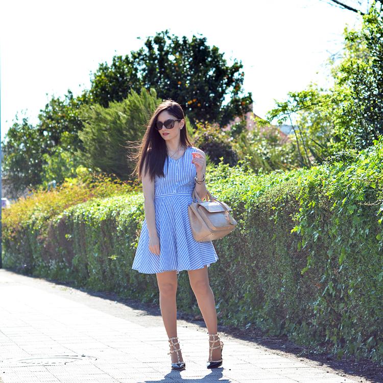 Zara_abaday_como_combinar_ootd_outfit_vestido_rayas_nude_04
