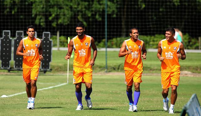 Com direito a apoio em peso da torcida, Fluminense faz último treino em Mangaratiba