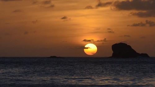 sunset sea sun water rock clouds island meer wasser sonnenuntergang himmel wolken insel caribbean fels sonne sunbeam stlucia sonnenstrahl sunray karibik