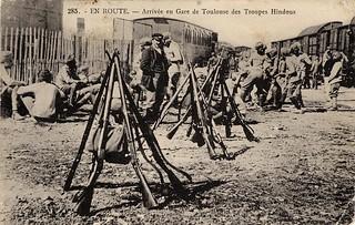 [La guerre 1914 à Toulouse]. 285. En route. Arrivée en gare de Toulouse des troupes hindous.