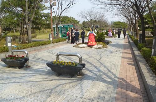 Co-Jeonju-Parc Deokjin (1)