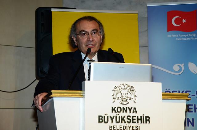 Rektörümüz Prof. Dr. Nevzat Tarhan Konya'da Ailede Güven ve Sadakati anlattı