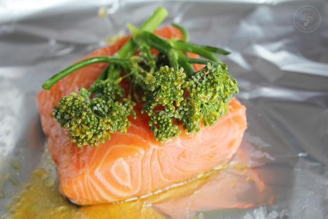 Salmon con bimi en papillote www.cocinandoentreolivos.com (14)