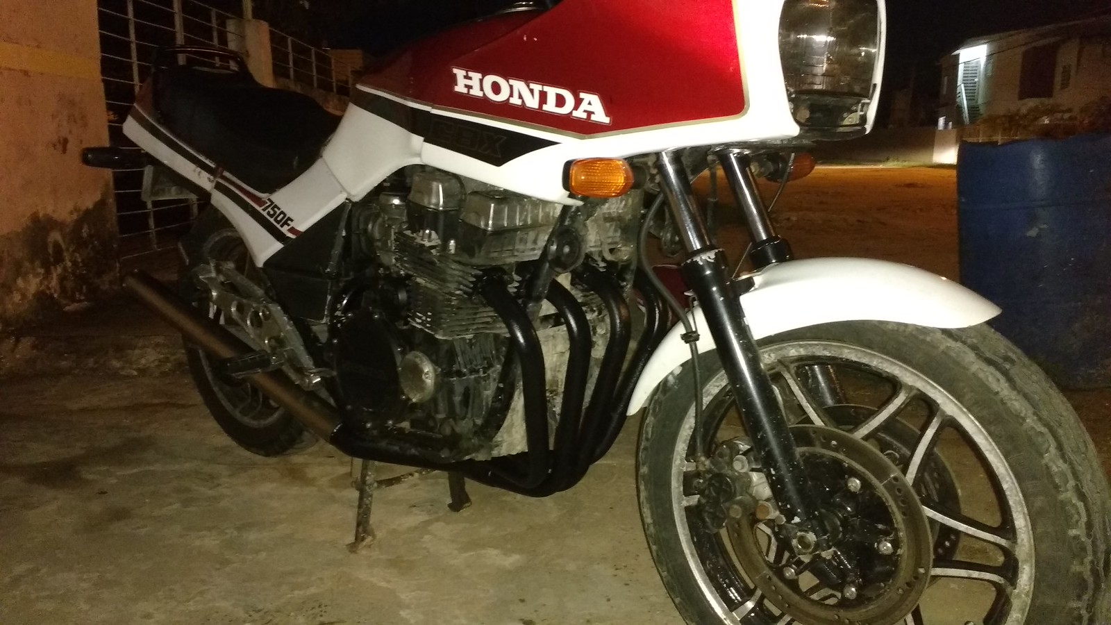 RESTAURANDO CBX 750F HOLLYWOOD - Página 15 27609026665_afc8801254_h