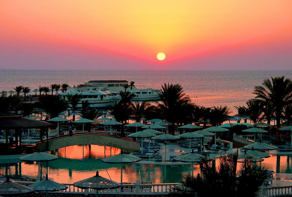 EGYPT - Hurgada - Swimming pool at sunset