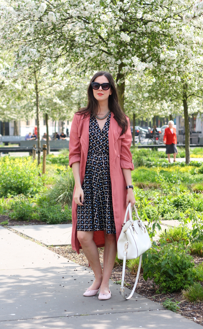 outfit: business casual in wrap dress and dusty rose trench coat