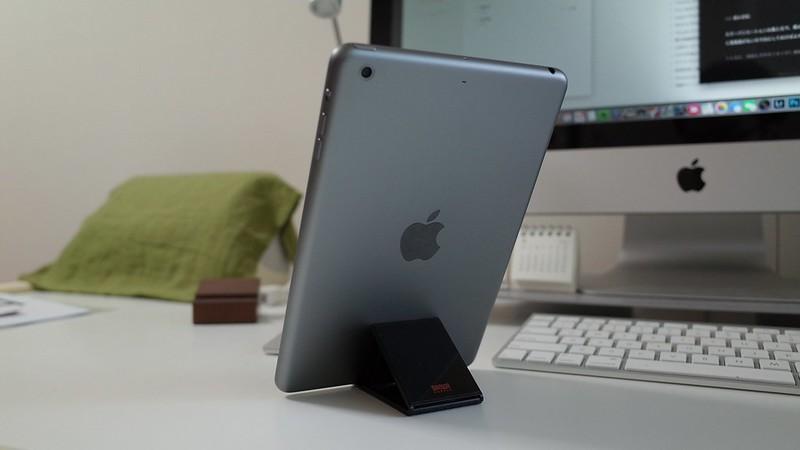 iPad miniを縦向きで立て掛け可能