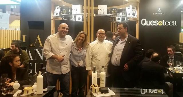 Los responsables del Centro de Innovación Gastronómica, en el stand de La Antigua de Fuentesaúco