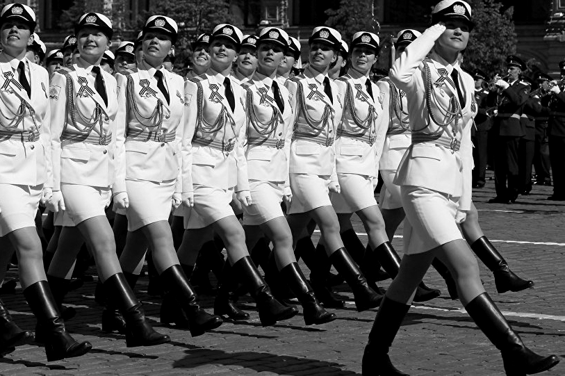 160509_RUS_Victory_Day_parade_Moscow_women_battalion_BW_6x9