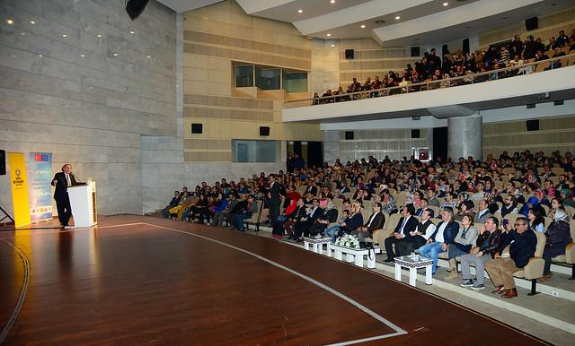 Rektörümüz Prof. Dr. Nevzat Tarhan Konya'da Ailede Güven ve Sadakati anlattı 3